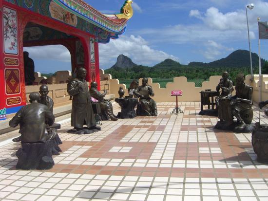 淡浮院 2階テラス 中国の賢人たち - Picture of Anek Kuson Sala (Viharnra Sien), Pattaya - Tri...