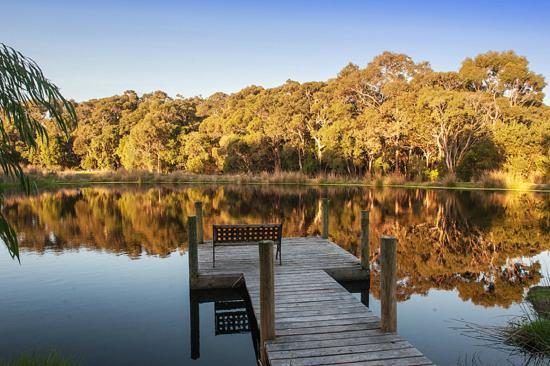 Acacia Chalets & Margaret River Beach Studios: Acacia Chalets Farm Dam