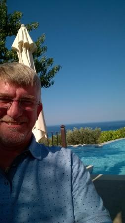 Livadaki Village Hotel: Me Pool & view from bar