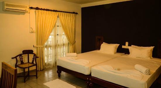 Riverside Aluthgama  Hotel