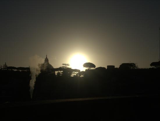 All'Ombra di San Pietro: alba su San Pietro