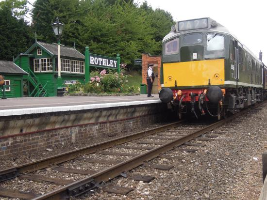 Rothley, UK: You can have dinner on board this train