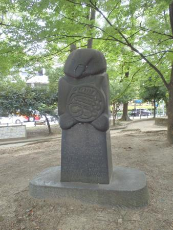 公園内の石碑