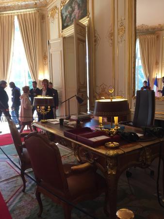 Trs beau bureau avec un trs joli jardin Picture of Palais