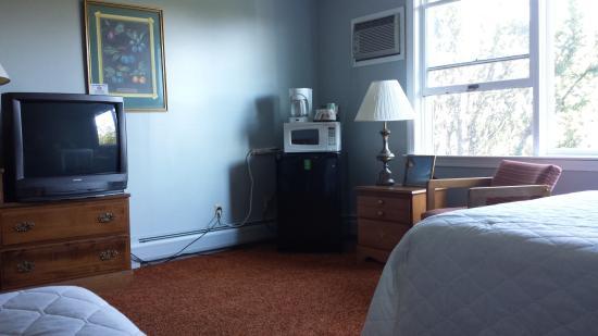 Eastland Motel: 2 bed large room, dog friendly