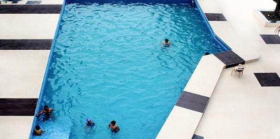The Cindrella Hotel: Swimming Pool