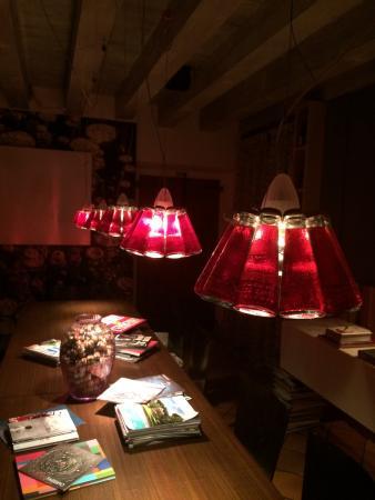 Meravigliose lampade Campari di Ingo Maurer in una delle sale - Bild ...