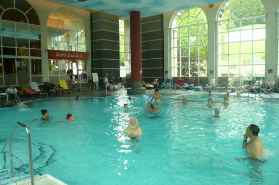 Parkhotel Quellenhof: binnenzwembad
