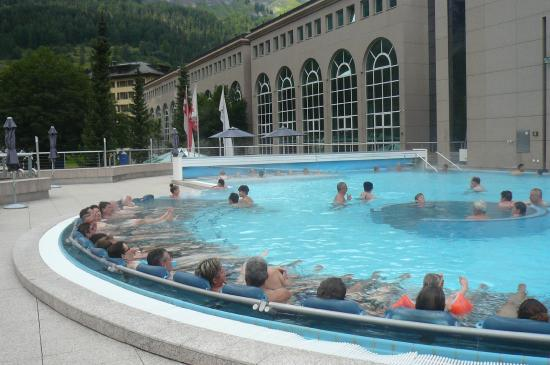 Parkhotel Quellenhof: buitenzwembad