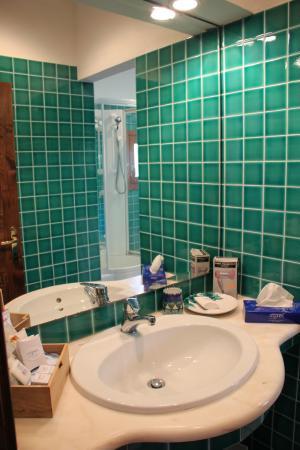villa erica, badezimmer mit zwei waschbecken und dusche - picture, Hause ideen