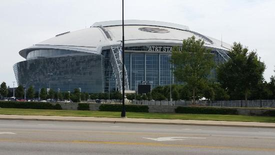 Fishbone Grill & Sports Bar: Our view at lunch. AT&T stadium