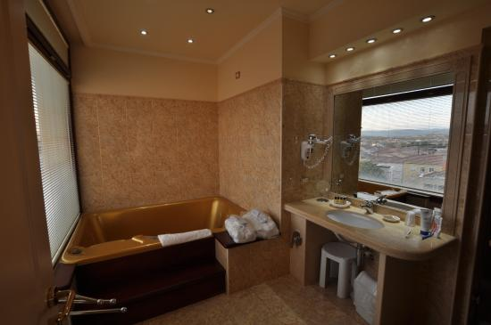 salle de bain avec jacuzzi photo de hotel panorama olbia tripadvisor. Black Bedroom Furniture Sets. Home Design Ideas