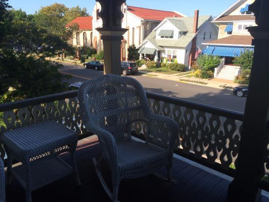 John Wesley Inn: upstairs deck