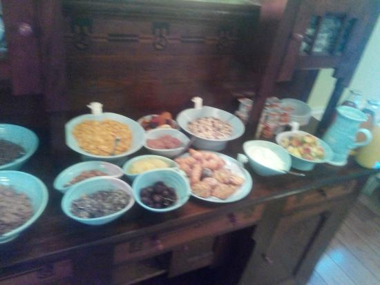Robeen House: buffet continental breakfast