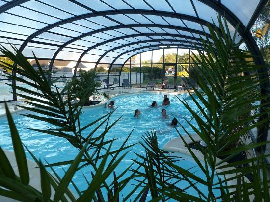 Camping Le Bordeneo : piscine couverte