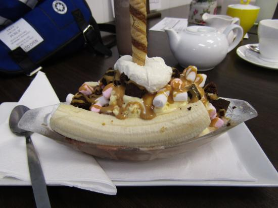 ... Glass Ice Cream Parlour: Banana Split, mini marshmallows, brownie