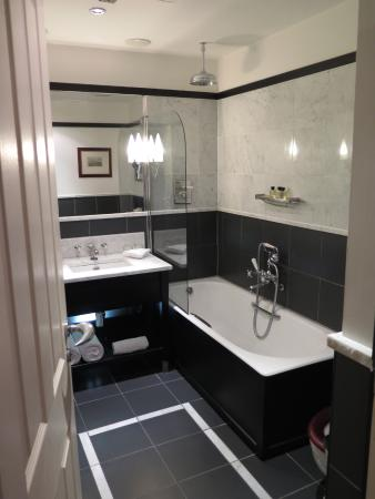 The Scotsman Hotel Posh Bathroom Including Heated Towel Rack
