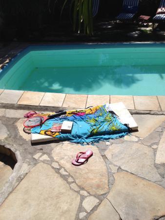 Chez Marine: sieste au bord de la piscine