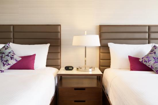 Coast Edmonton Plaza Hotel by APA: Superior Room with 2 Queen beds