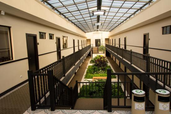 KC Hotel San Jose: Inner courtyard