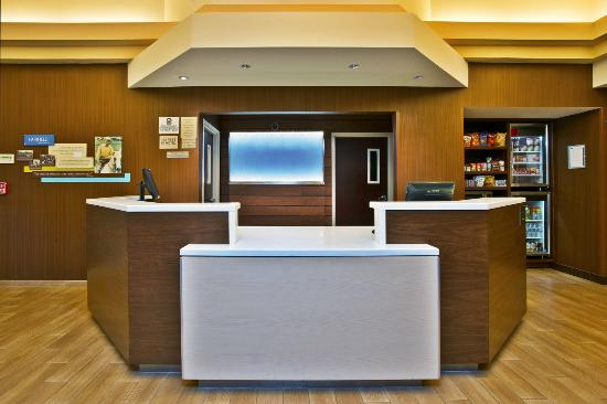 Fairfield Inn & Suites Chicago Midway Airport: Front Desk