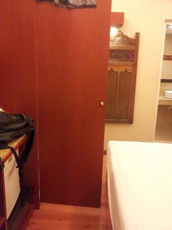 Sunset Beach Resort : With the cupboard open there is no place to move
