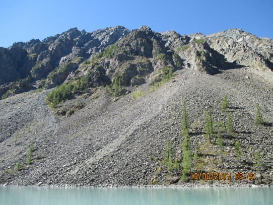 Altai Krai, Rússia: Вид на противоположный от стоянок берег