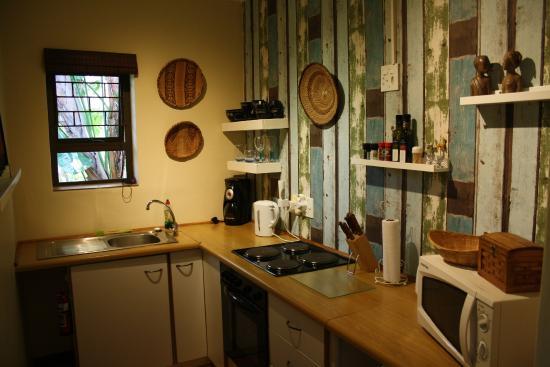 KhashaMongo Guesthouse: Neue Küche im Amanzi
