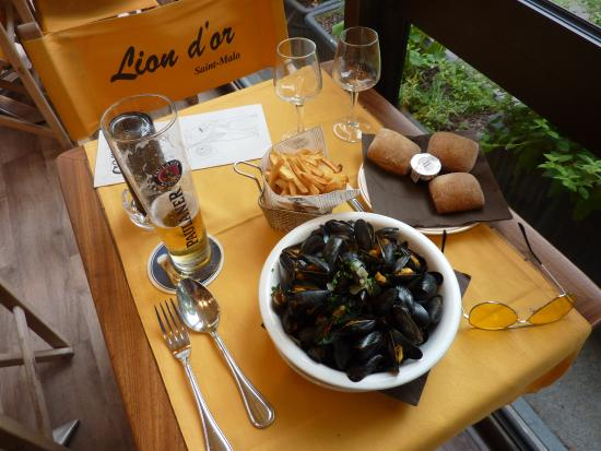 Mussel Dining from Lion d'Or Calvados, France