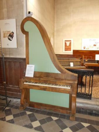 Musee du Piano: le piano girafe