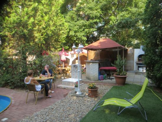 Hotel Papillon : the patio