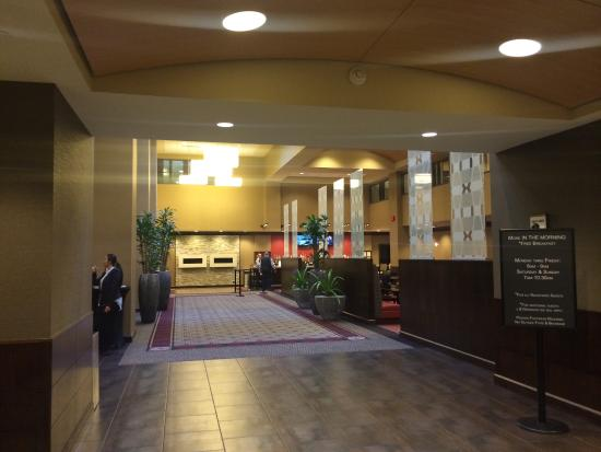 Embassy Suites by Hilton St. Louis - Downtown: Restaurant area for guests