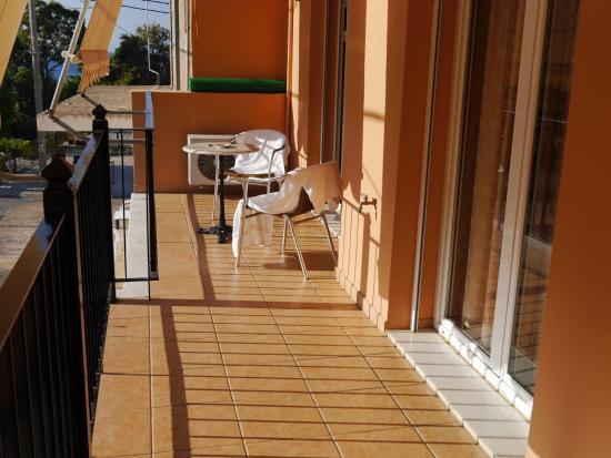 Alexander Apartments: Balcony