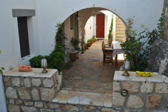Studios Iliolousto : Entrance