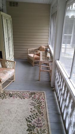 Snow Hill, MD: Porch sitting area on second floor - so cozy