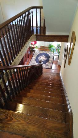 Snow Hill, MD: Top of staircase near guest rooms