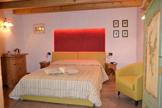 b b bonne nuit la salle italie voir les tarifs et avis chambres d 39 h tes tripadvisor. Black Bedroom Furniture Sets. Home Design Ideas