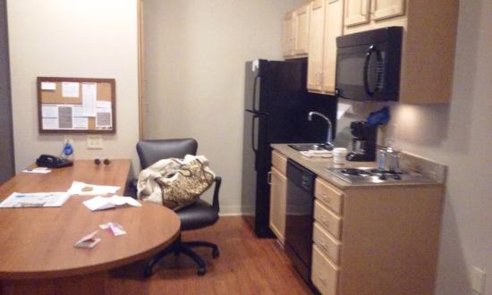 Candlewood Suites Bordentown/Trenton: The Suite - Kitchenette