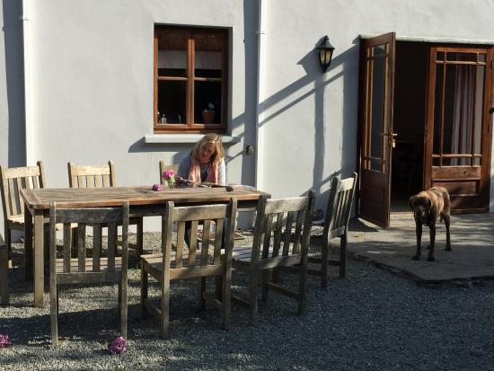 Beaufort House: Outdoor Eating Area