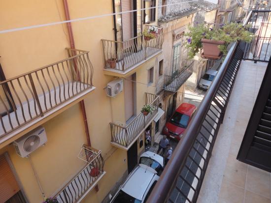 B&B Bella Giulia: View down via Giovanni Verga from our hotel balcony