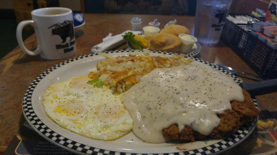 Big Foot Chicken Fried Steak And Egg Breakfast Foto Black Bear Diner Federal Way Tripadvisor