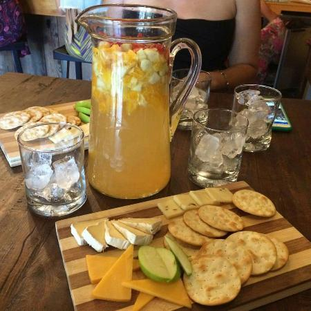 Agoura, كاليفورنيا: Great Sangria and cheese trays. I had a great time on Sangria Sunday