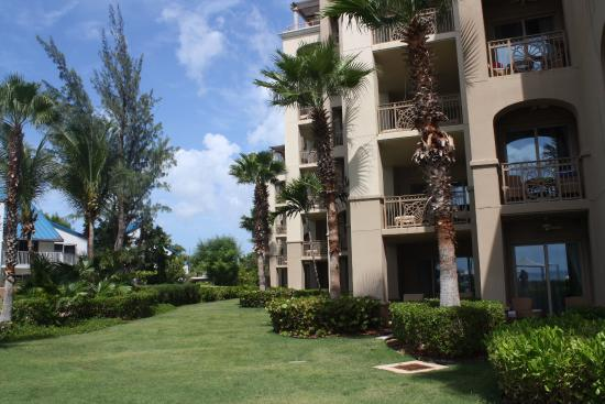 The Ritz-Carlton, Grand Cayman: Lovely Residence Grounds