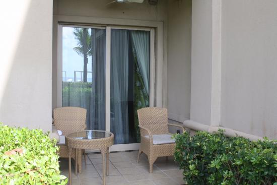 The Ritz-Carlton, Grand Cayman: Relaxing Patio