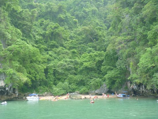 Ao Phang Nga National Park, Tailandia: 泳いで行くビーチ