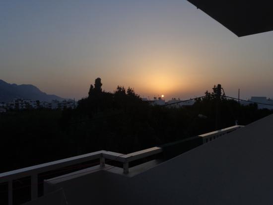 Fania Apartments : Alba dal terrazzo