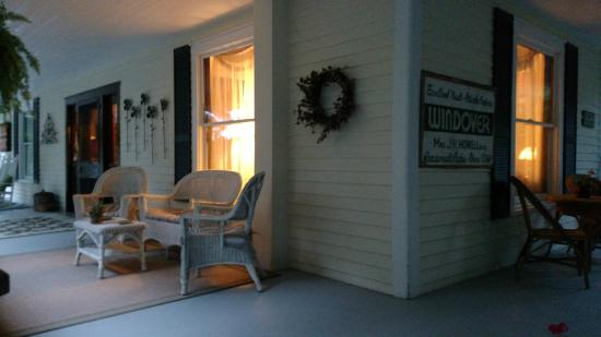 The Windover Inn Bed & Breakfast: Great porch