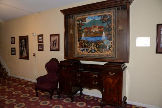 Hotel Colorado: Historical artifacts and artwork near Teddy Roosevelt's room.