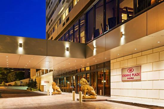 Crowne Plaza Knoxville: Hotel Entrance