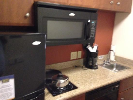MainStay Suites : kitchen 2